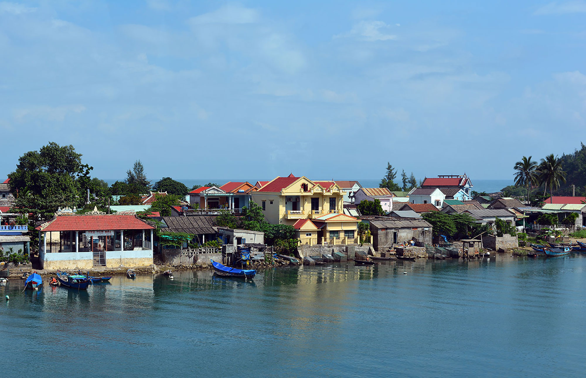 Homes on a Vietnamese river